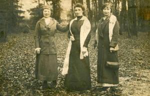 Berthe et ses filles Germaine et Yvonne en 1915